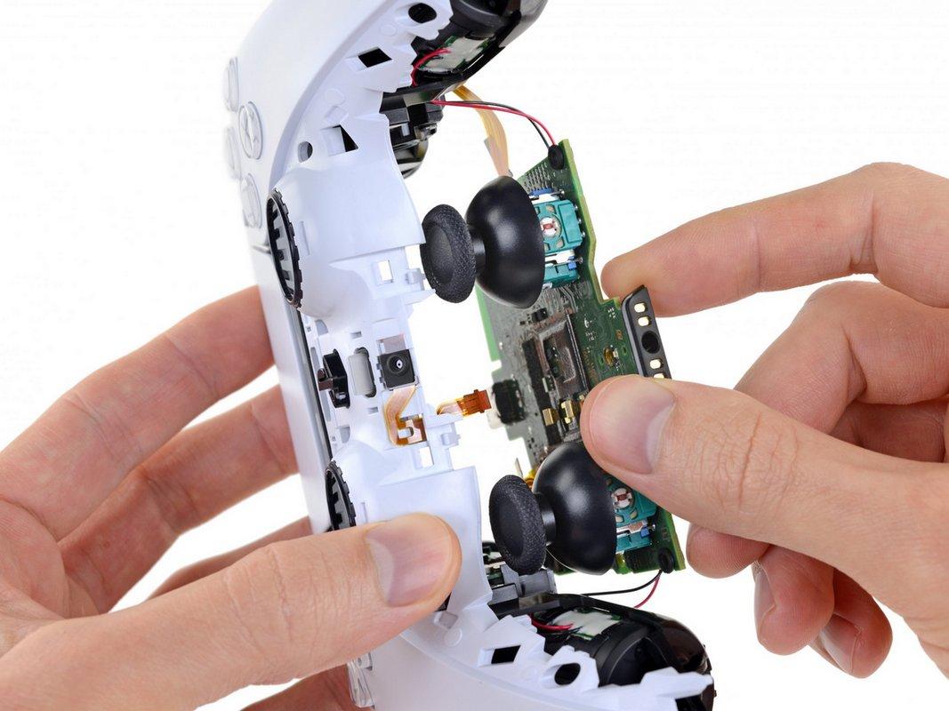 Срок службы механизма джойстиков составляет примерно 2000000 циклов, аесли использовать «клик», топротянет устройство небольше 500 000 циклов